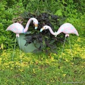 diy-upcycled-painted-flamingos